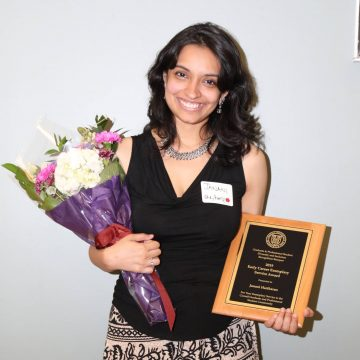 Janani Hariharan with award